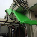 加須市で階段の上にテントを取りつけました。